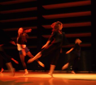 Danseuses adultes tourne