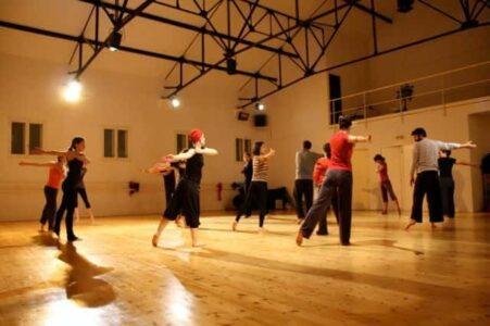Cours de danse - CONTEMPORAIN - CLASSIQUE - JAZZ - BARRE A TERRE - PILATES - YOGA